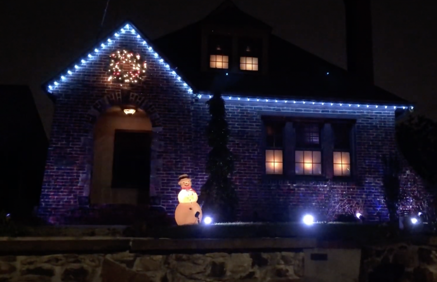 9 Amazing Christmas Lights using Philips Hue
